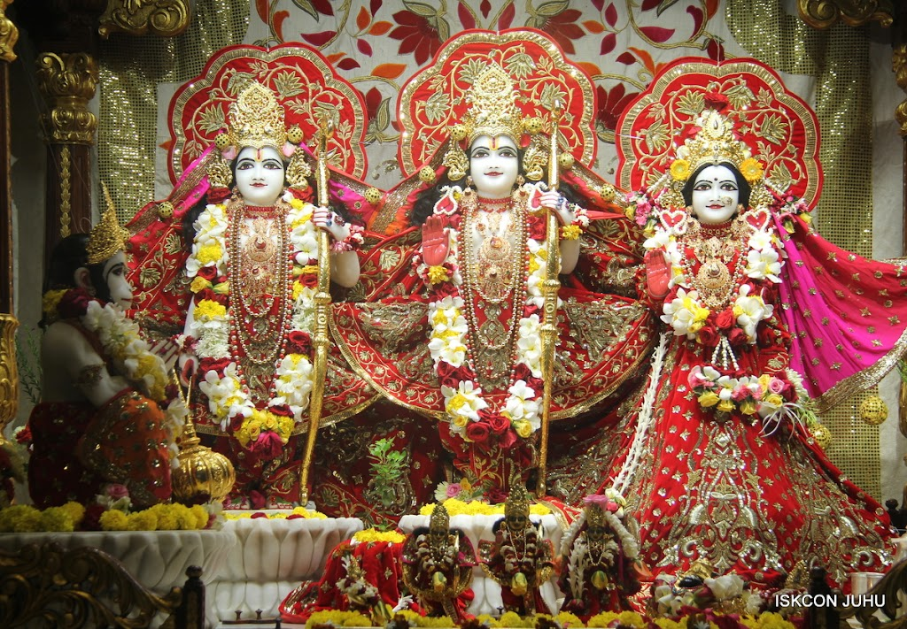 ISKCON Juhu Sringar Deity Darshan on 28th June 2016 (43)