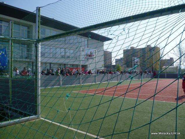 Veľkonočný medzinárodný ZLATÝ futbalový turnaj ČSFA (17.4.2011) - P1020053.JPG