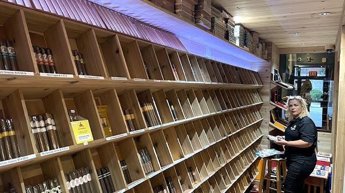 Moises Cigars Lounge: La casa del Humo Dominicano en la ciudad de New York