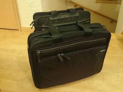 [写真]手前が新しいバッグ
