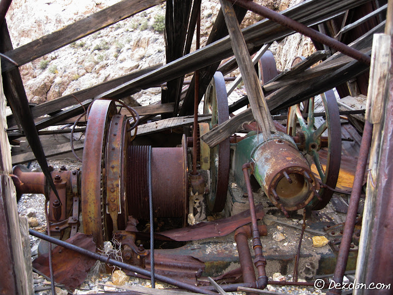In the collapsed hoist house are the gear driven hoist and power unit.