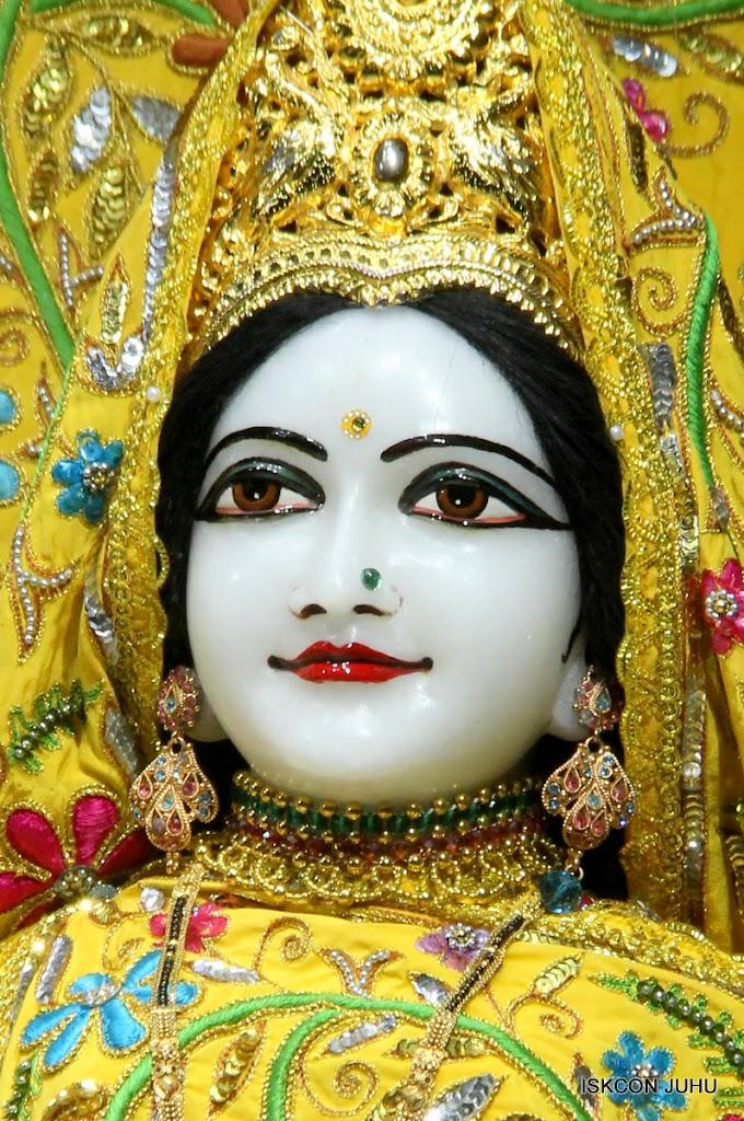 ISKCON Juhu Mangal Deity Darshan on 27 April 2016 (4)