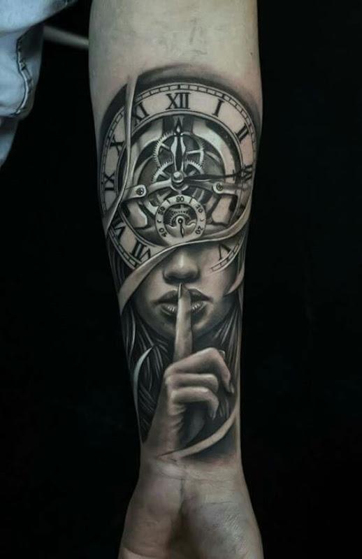 senhora_relgio_de_bolso_antebraço_tatuagem