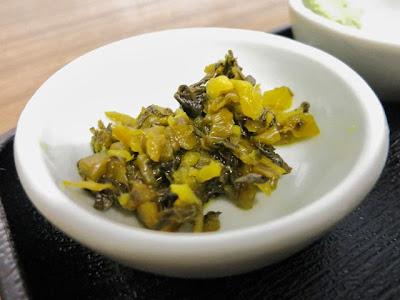 小皿の高菜の漬物