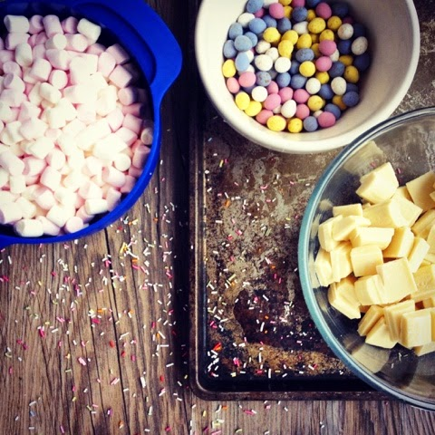 Foodie Quine - WHITE CHOCOLATE EASTER BARK - Use up leftover Easter Egg Chocolate with Mini Eggs & Mini Marshmallows