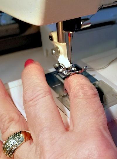 [Sewing+Machine%5B4%5D]