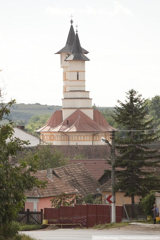 В каждой деревне есть церковь или костел