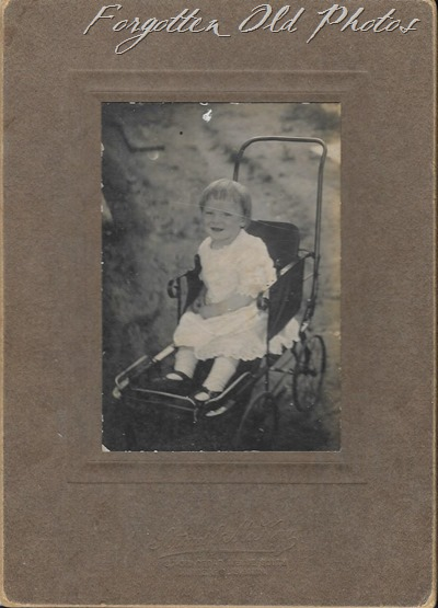 Child in stroller Unknown Auntie Flos ant