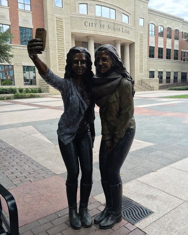 selfie-statue-sugarland-4