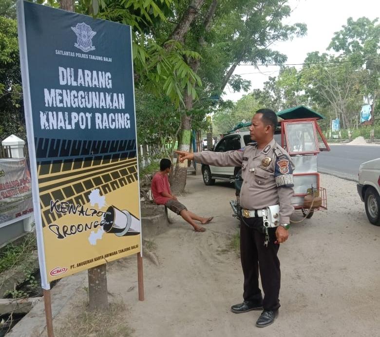 Sat Lantas Polres Tanjung Balai Sosialisasi Jangan Pakai Kenalpot Racing Melalui Pasang Baliho