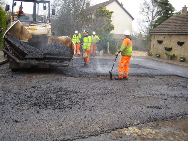 St Johns Close Resurfacing 23-03-2015. Pictures by Chris Cannon - IMG_1084.JPG