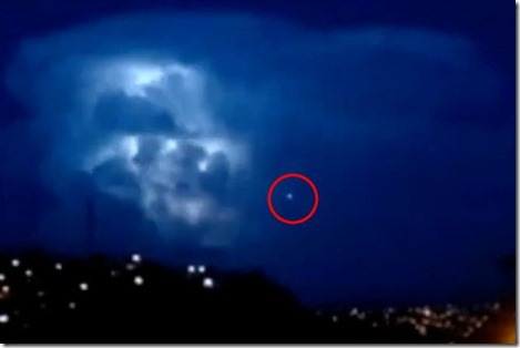 UFO-Watches-Then-Enters-Epic-Lightning-Storm