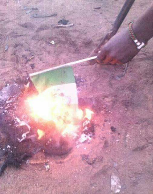 Angry Nigerian Man Urinates On The Nigerian Flag And Burns It