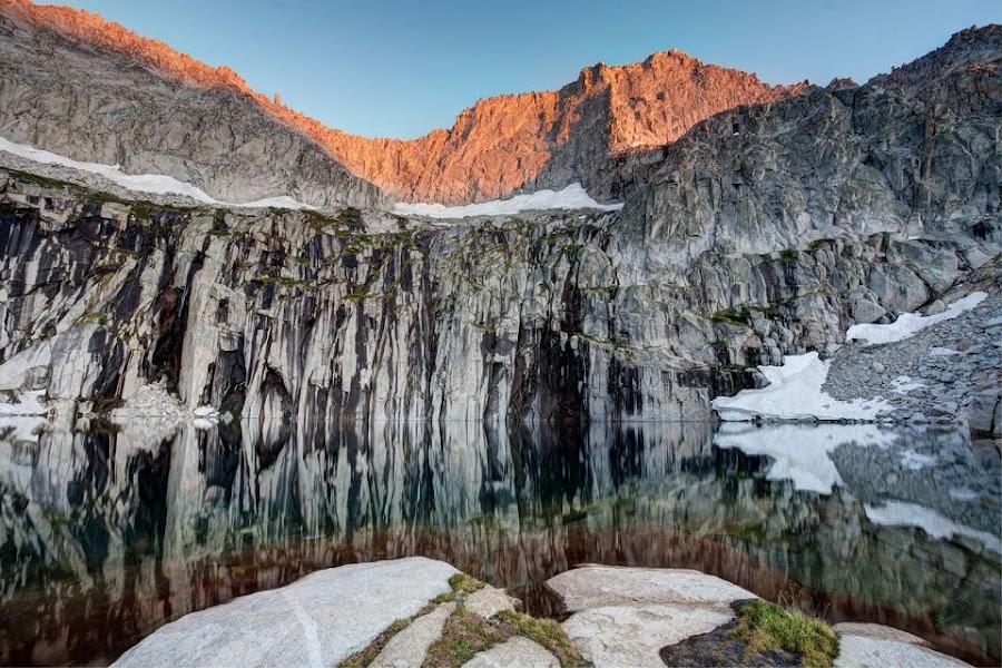 Precipice-Lake.jpg