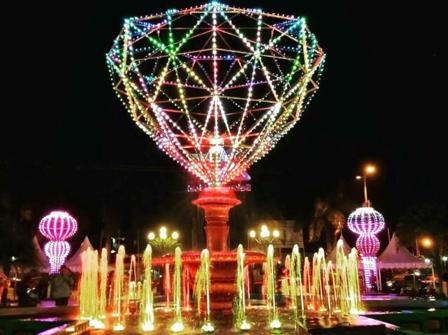 Kota Banjarbaru benar-benar berubah. Daerah berjuluk Kota Idaman ini kian pandai berbenah diri menjadi kota yang diidam-idamkan banyak orang. Tidak tanggung-tanggung, untuk mempercantik kota Banjarbaru, pemerintah kota melengkapinya dengan tak kurang dari 47 taman yang tersebar merata di semua wilayah Banjarbaru.