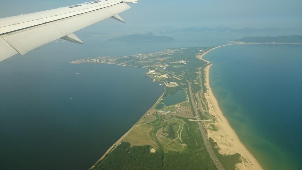 飛行機から見える志賀島の写真