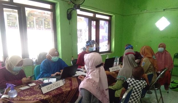 Warga Desa Karanganyar Mulai Vaksinasi