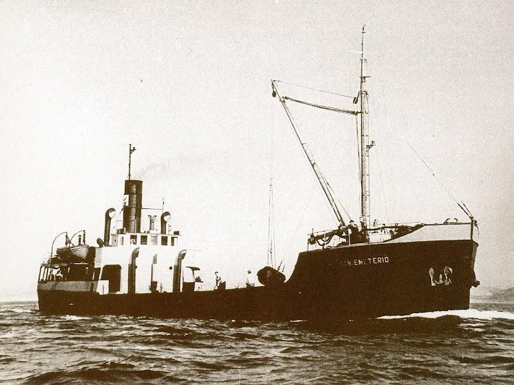 Vapor costero SAN EMETERIO. Del libro Los Barcos de la Junta del Puerto de Santander. 1884-1991.jpg