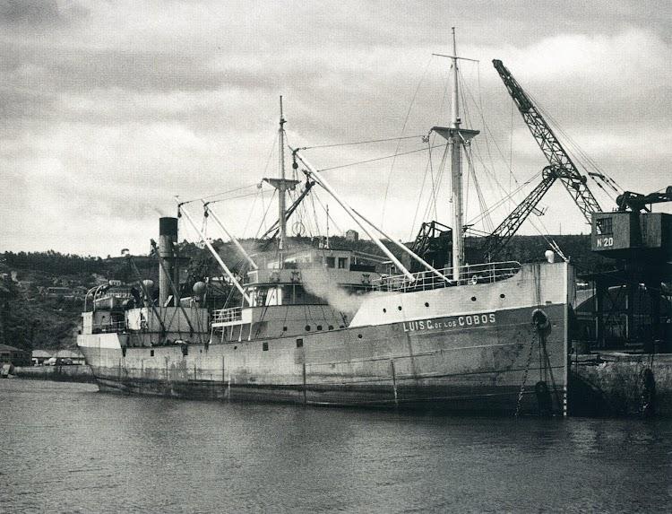 El LUIS CASO DE LOS COBOS en el puerto del Musel Gijon. Del libro PUERTO DE GIJON EN LA GUERRA CIVIL.jpg