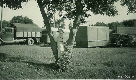 Hermans diggers, trailer and dog