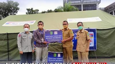BUPATI BENGKAYANG, Terima Bantuan Dua Unit Tenda dan Masker Dari PT Indomaret.