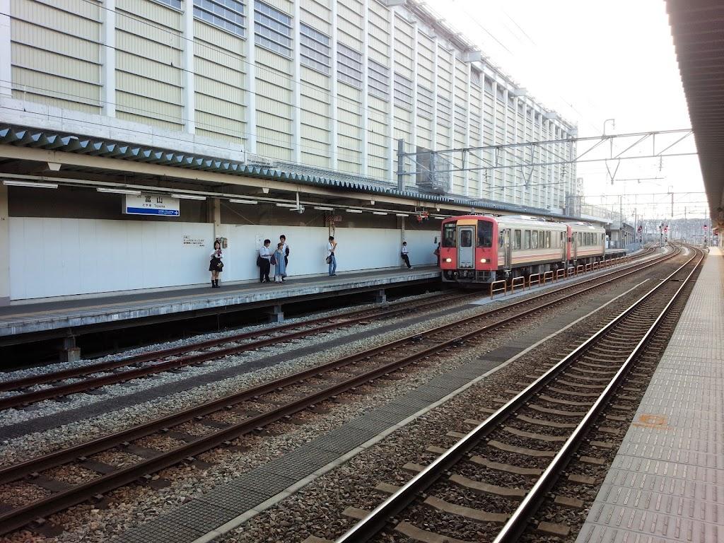 富山駅キハ121形前面緑