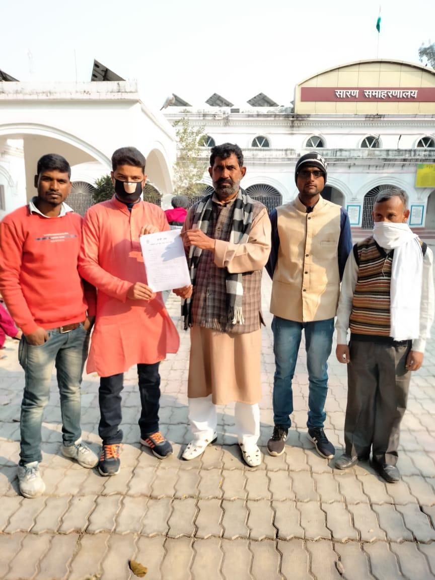 जेपी संघ के कार्यकर्ताओं ने राष्ट्रीय अध्यक्ष अतुल प्रताप सिंह के नेतृत्व में राष्ट्रपति को संबोधित 17 सूत्री मांगपत्र डीएम को सौंपा।