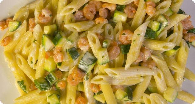 pasta-panna-gamberetti-zucchine
