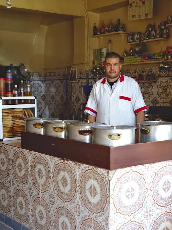 Bucatarul uneia din cele mai reusite mese din excursia noastra din Maroc.