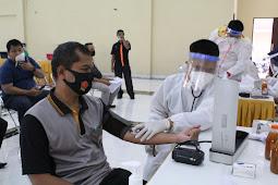 Ribuan personel Polri dan ASN Menjalani Vaksinasi Covid-19
