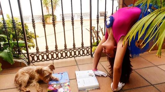 Los vecinos suben a las redes fotos y vídeos con su lectura preferida