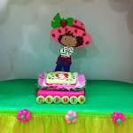 fiesta tarta de fresa centro tarta y cupcakes.jpg