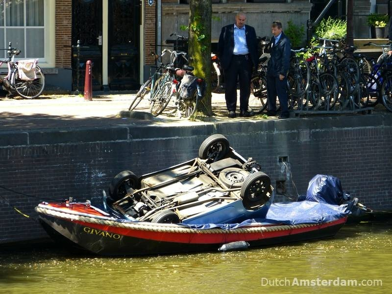 bicycle-fishing-amsterdam-canals-6