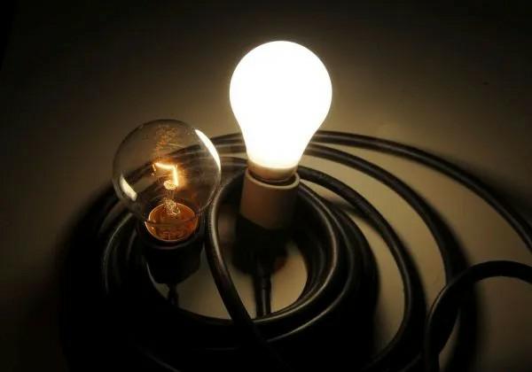 Bolsonaro sanciona lei que facilita inscrição de famílias em programa que diminui conta de luz