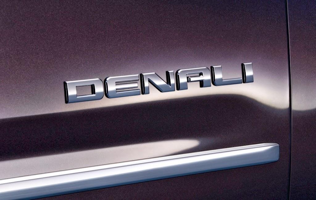 2015-GMC-Yukon-Denali-013