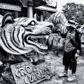 Waktu dulu by Oengkas Wijaya - Black & White Portraits & People ( indonesia tourism, potrait, city, thailand, photography )