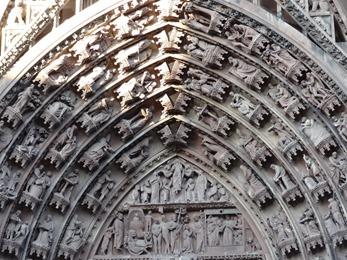 2017.08.22-101 détail du portail de la cathédrale