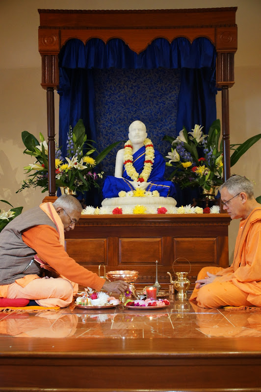 Swamis Brahmarupananda and Atmajnanananda perform puja