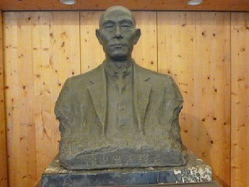 Busto de Hidesaburo Ueno (Universidade de Tóquio)