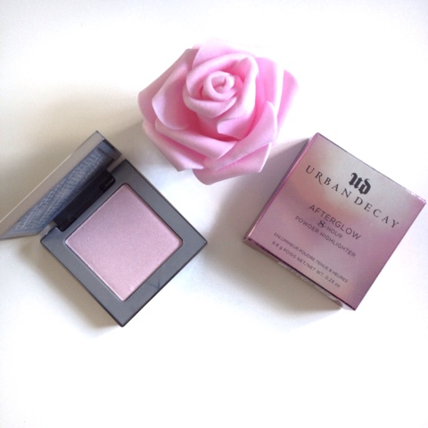 Urban Decay AfterGlow 8hr Powder Highlighter Review in Aura