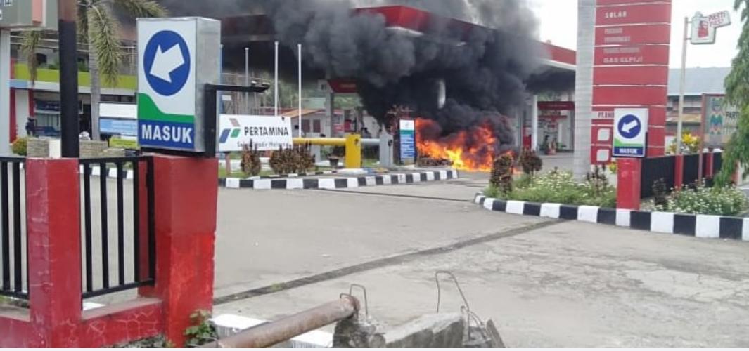 Bikin Panik! Sepeda Motor Terbakar di Areal SPBU Amessangeng
