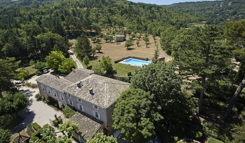 Property with pool and garden Saignon