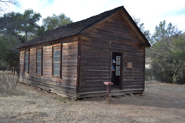Manzana School House