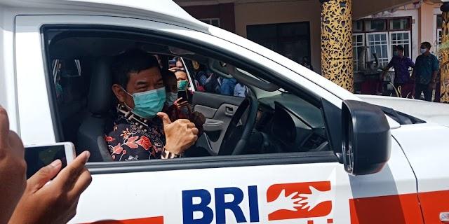 Bupati Ampera Terima Ambulans dari BRI Cabang Buntok