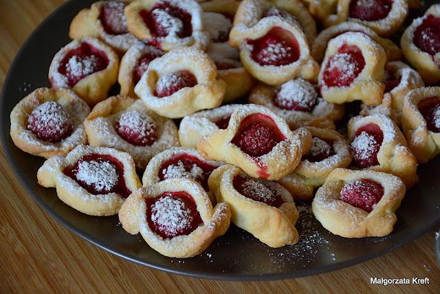 Serowe ciasteczka z malinami