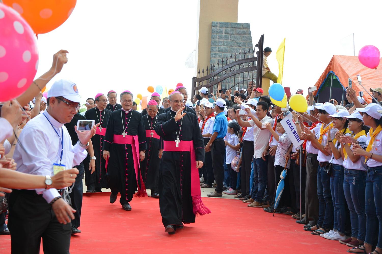 Video Năm thánh Giáo phận - đón tiếp Đức TGM Leopoldo Girelli tại Làng Sông