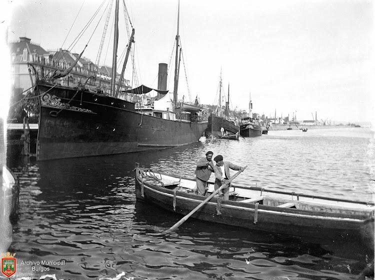 El vapor PRESEN en Santander. Foto Archivo Municipal de Burgos. Fecha indeterminada.jpg