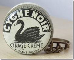 cygne noir cirage crème