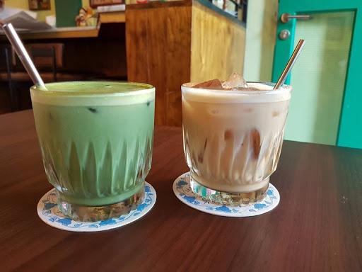 Green tea and chai latte from Xiao Ya Tou Tanjong Pagar