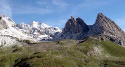 Les Pyramides calcaire (Tour du Mont-Blanc).